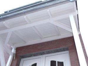 Vordach mit Schalung auf den Dachsparren