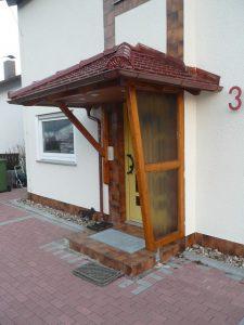 vord cher eingedeckt und mit regenrinne vordach odenwald. Black Bedroom Furniture Sets. Home Design Ideas