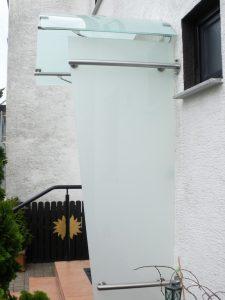 Vordach Zuerich mit Seitenteil